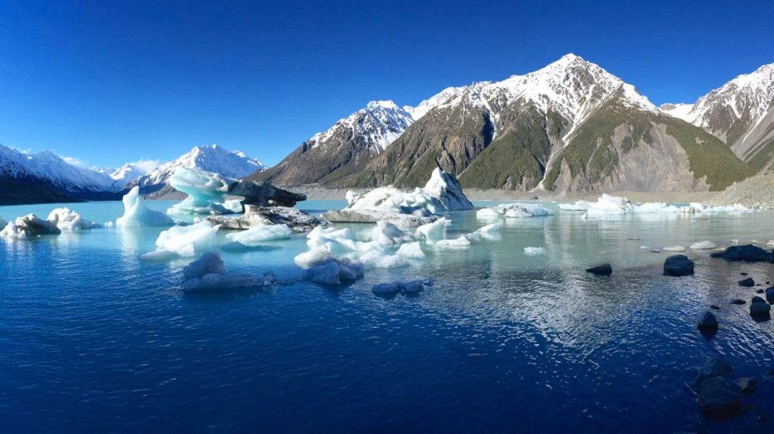 Icebergs in the Tasman Glacier Lake, Mount Cook, New Zealand