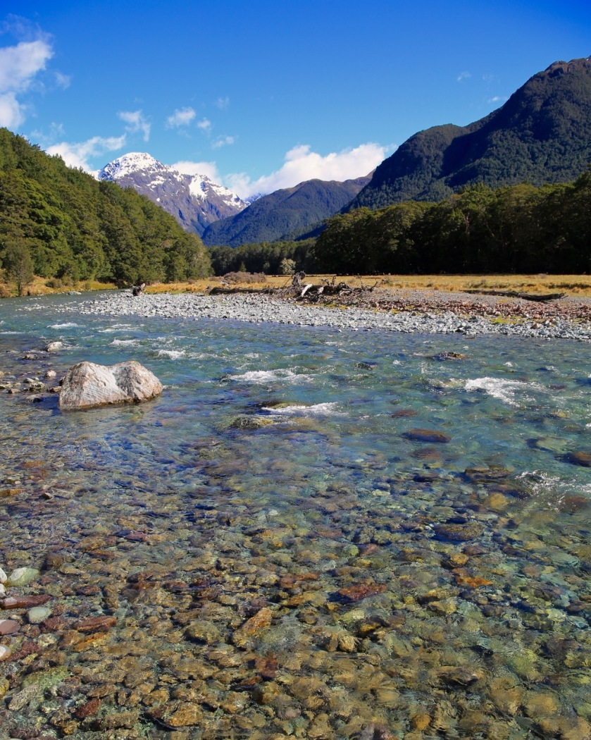 Crystal clear waters of the Caples River, Mount Aspiring National Park, New Zealand