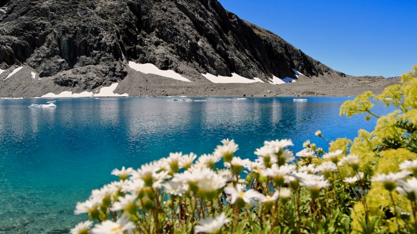 An alpine lake high in the mountains of the Southern Alps, New Zealand